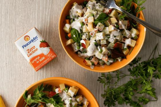 Receita para sair da mesmice e aproveitar os legumes! Até quem não gosta de salada, vai querer experimentar essa cremosa. Confira o passo a passo super simples.