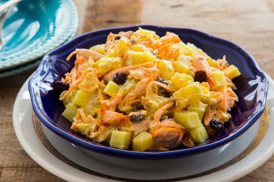Está aberta a temporada de saladas lindas, criativas e deliciosas. Com o calor chegando, não tem nada melhor, né?  Confira!
