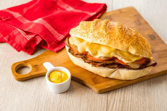 A receita de Bauru com Queijo Prato Piracanjuba e Rosbife é uma excelente opção para os lanches especiais. Experimente essa delícia!
