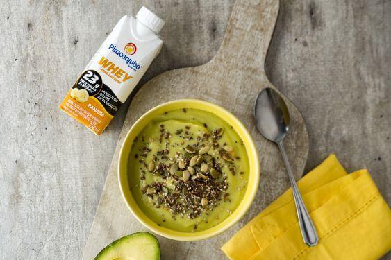 Prático, fonte de energia e uma delícia! Hoje vamos aprender a fazer Creme de abacate com sementes.